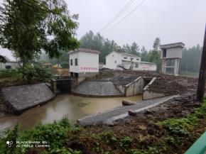 潜江城投恒畅公司 东干渠大桥配套五一闸工程顺利完工